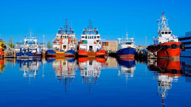 Photo free ship, barge, reflection