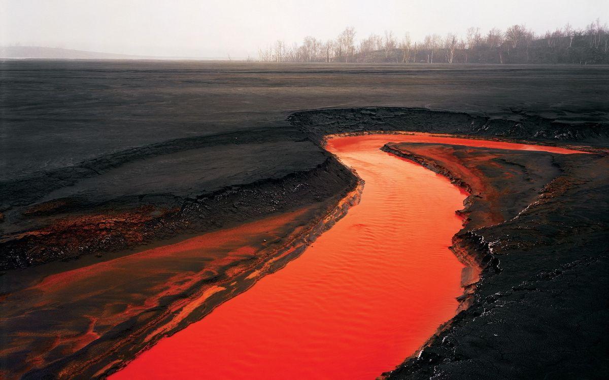 Обои выжженная, земля, река, лава, температура, высокая, деревья, природа на телефон | картинки природа - скачать