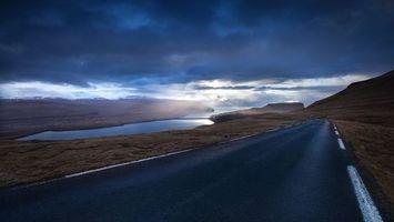 Бесплатные фото залив,море,дорога,разметка,небо,тучи,лучи