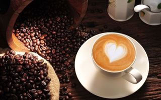 Бесплатные фото чашка,кофе,сердце,мешок,зерна,стол,еда