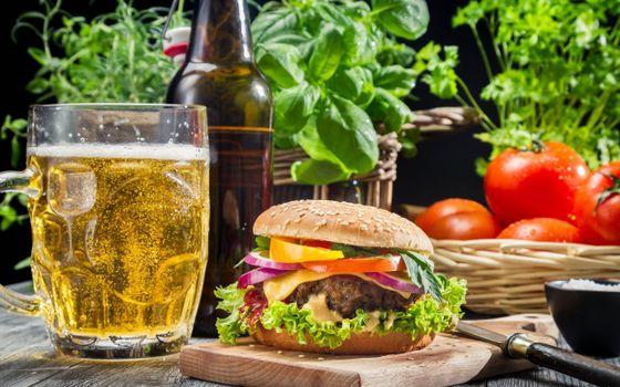 Photo free cheeseburger, table, beer