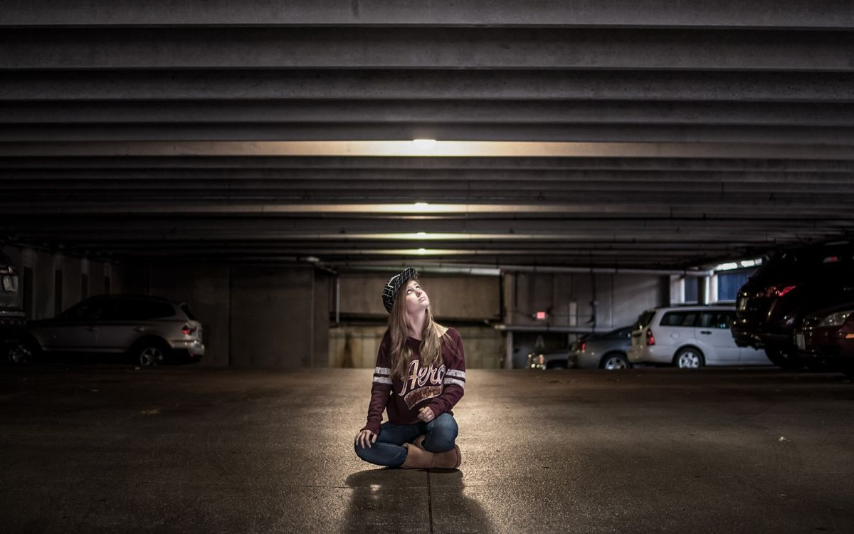 Фото бесплатно девушка, одежда, парковка - на рабочий стол