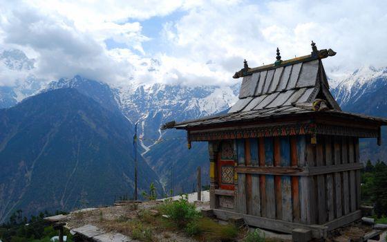 Бесплатные фото домик,горы,вершины,снег,небо,облака,пейзажи