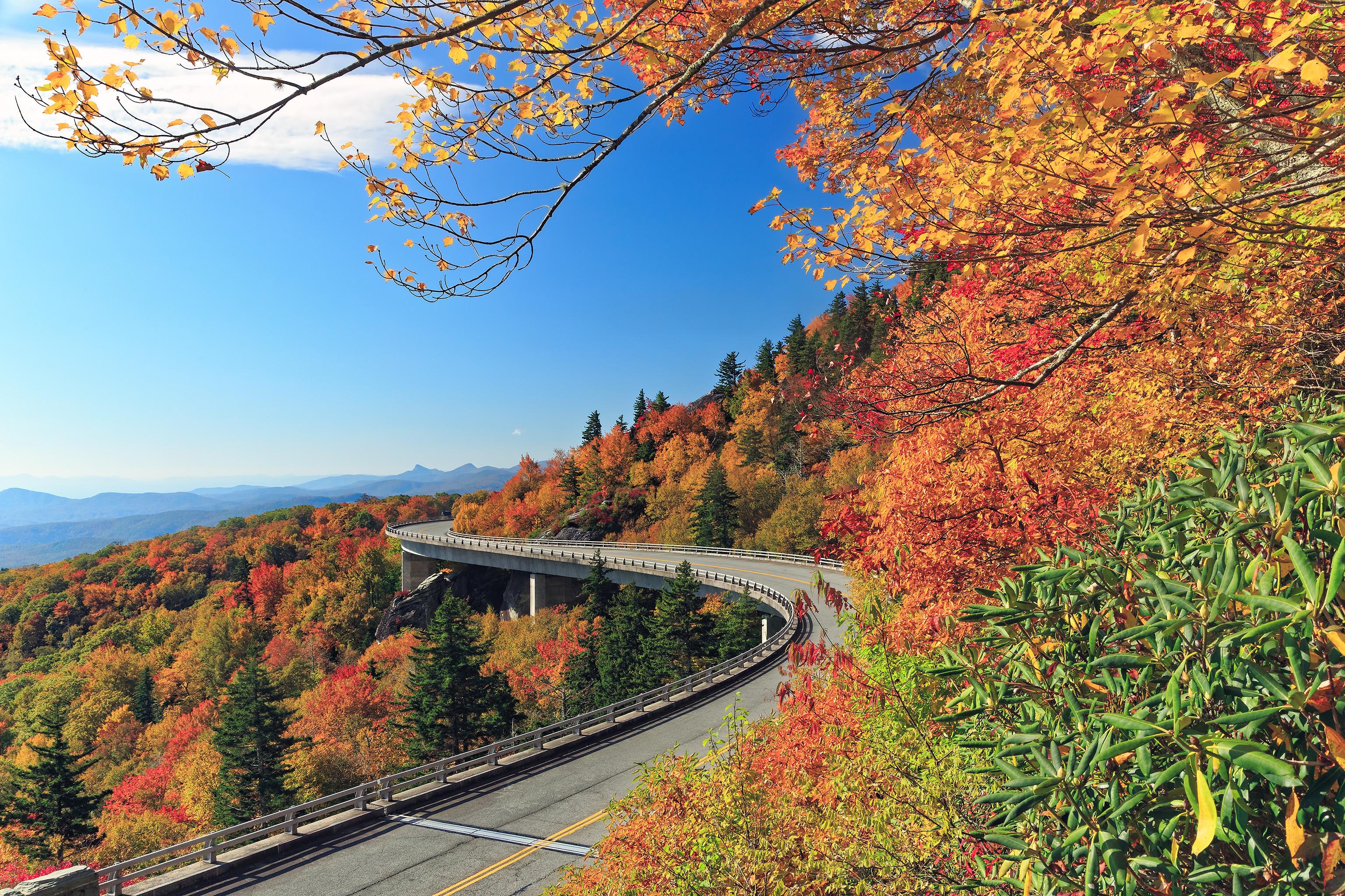 Linn Cove Viaduct, Северная Каролина, осень