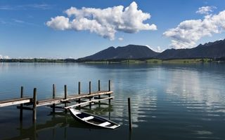 Фото бесплатно озеро, пристань, лодка, горы, небо, облака, пейзажи