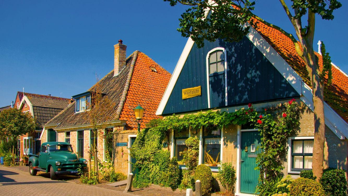 Фото бесплатно дома, крыши, машина, зеленая, грузовая, кусты, цветы, город, город