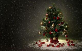 Фото бесплатно елочка, новый, год, в украшениях, гирлянды, игрушки, серпантин, новый год