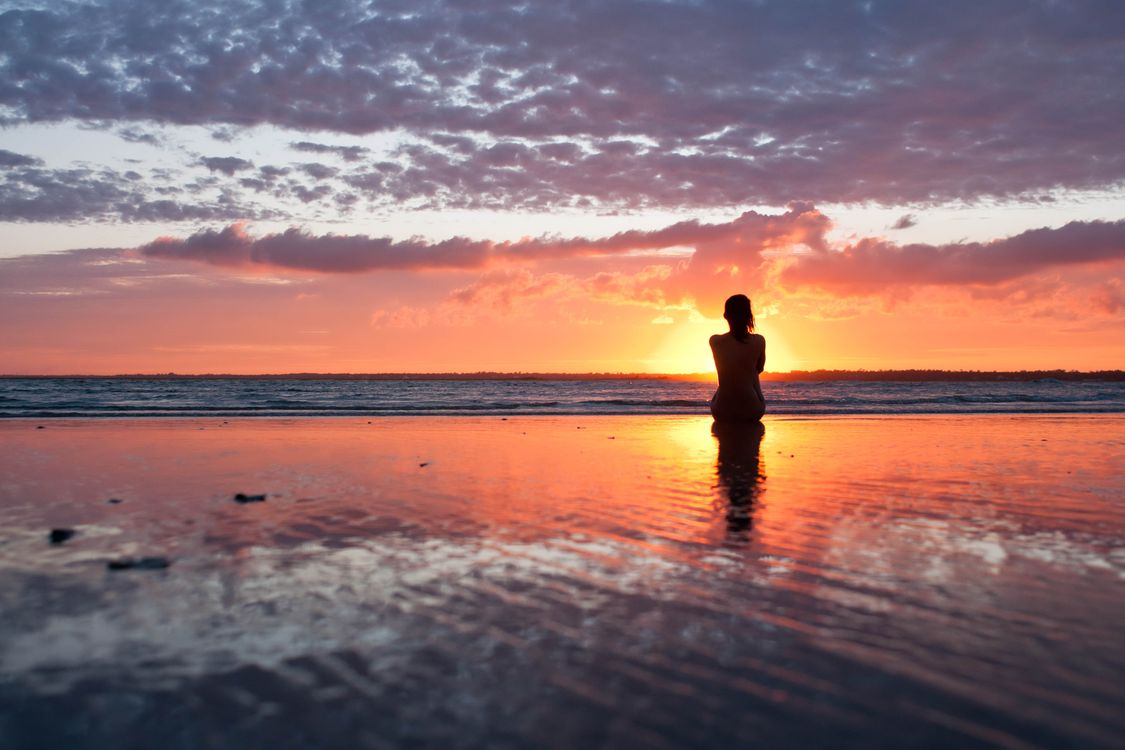 Фото бесплатно море, вода, небо, девушка, волосы, спина, девушки, девушки