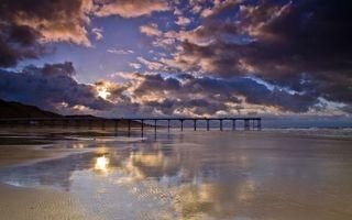 Заставки море,берег,волны,тучи,небо,мост,пляж