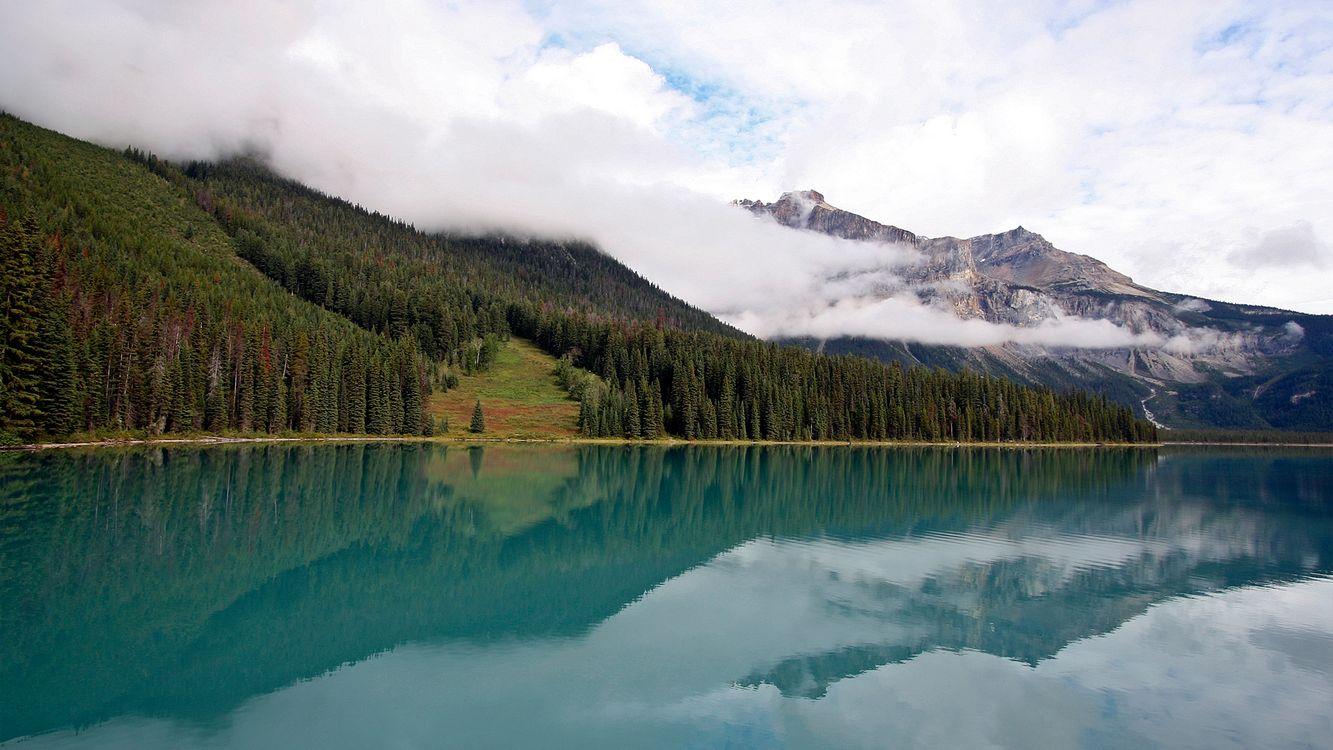 Фото бесплатно озеро, отражение, тайга, деревья, горы, облака, природа - на рабочий стол