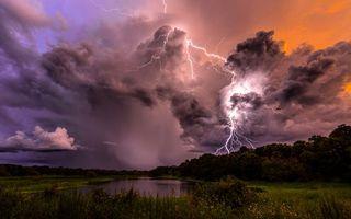 Бесплатные фото озеро,трава,деревья,тучи,гроза,молния,разряды