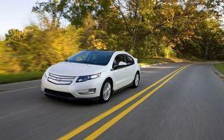 Обои шевроле, белая, дорога, разметка, скорость, деревья, машины