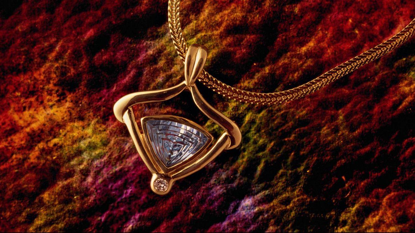 Фото бесплатно украшение, драгоценность, ювелирное изделие, подвеска, цепочка, кулон, камень - на рабочий стол