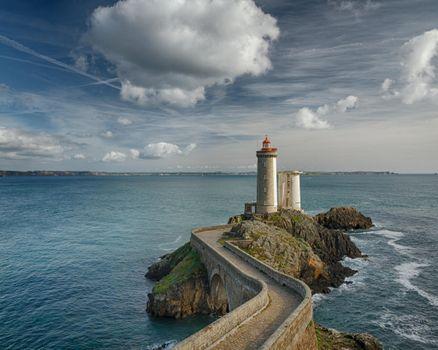 Бесплатные фото Маяк Фаре дю Пети Мина,Франция,море,маяк,скалы,небо,облака,пейзаж