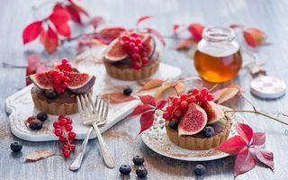 Бесплатные фото пирожное,корзиночки,инжир,смородина красная,баночка,мед,листья