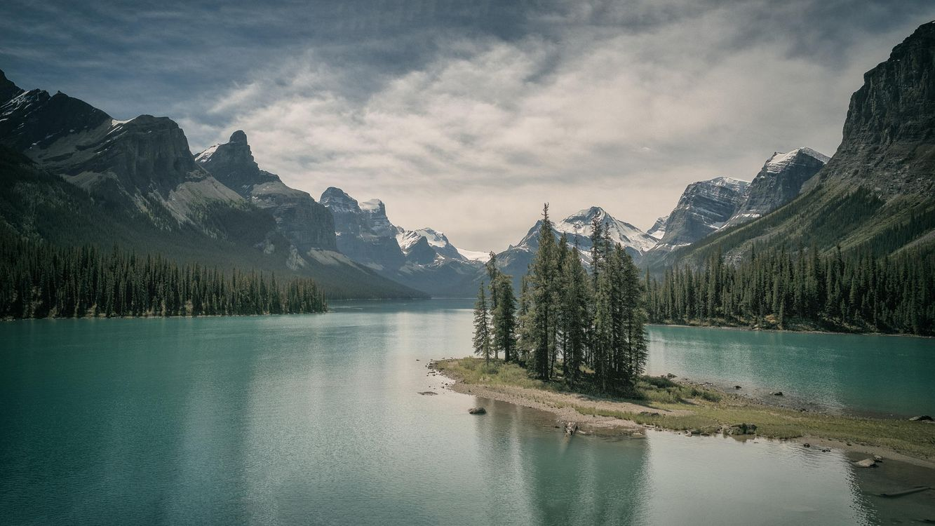 Photos for free Jasper national park Alberta Canada, Maligne Lake, lake - to the desktop
