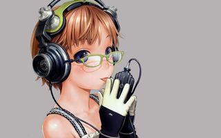 Бесплатные фото девочка,очки,наушники,провод,плеер,музыка