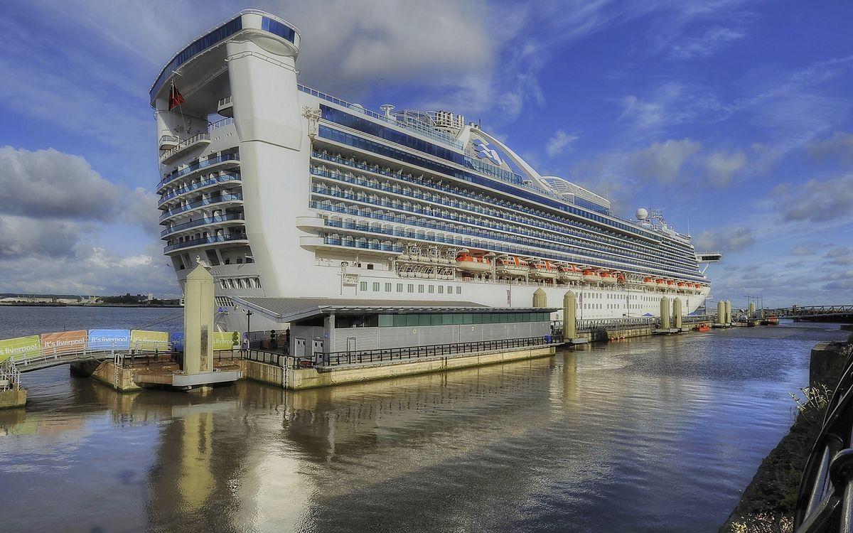 Обои круизный лайнер, палубы, шлюпки, море, порт, пристань картинки на телефон