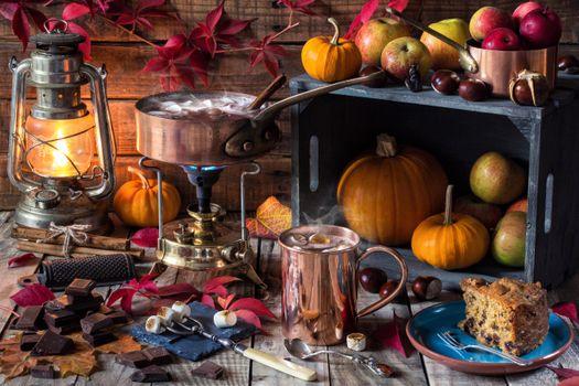 Фото бесплатно стол, лампа, кружка, овощи, фрукты, натюрморт