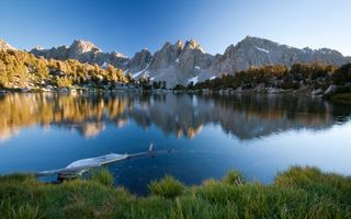 Бесплатные фото озеро,лето,горы,берег,небо,коряга,под водой