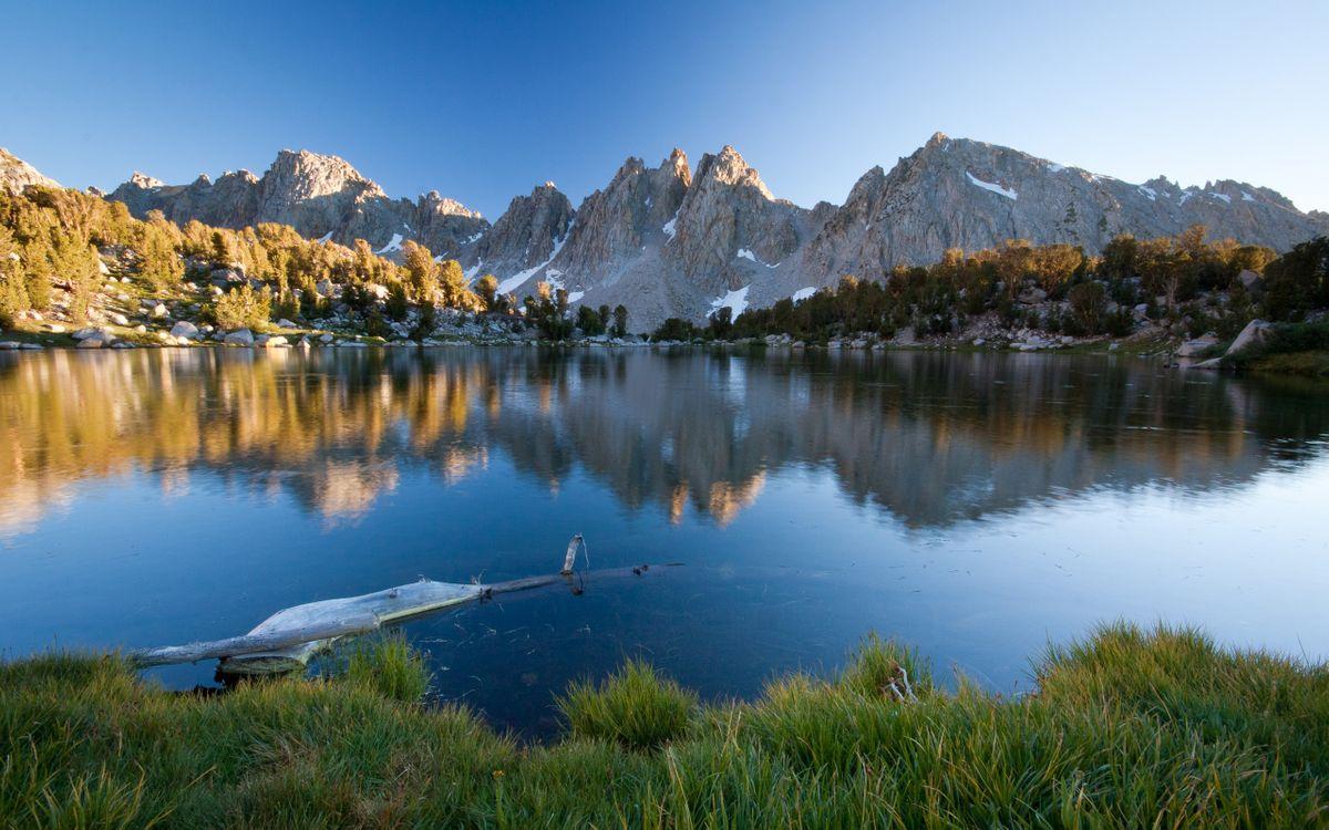 Фото бесплатно озеро, лето, горы, берег, небо, коряга, под водой, пейзажи, пейзажи