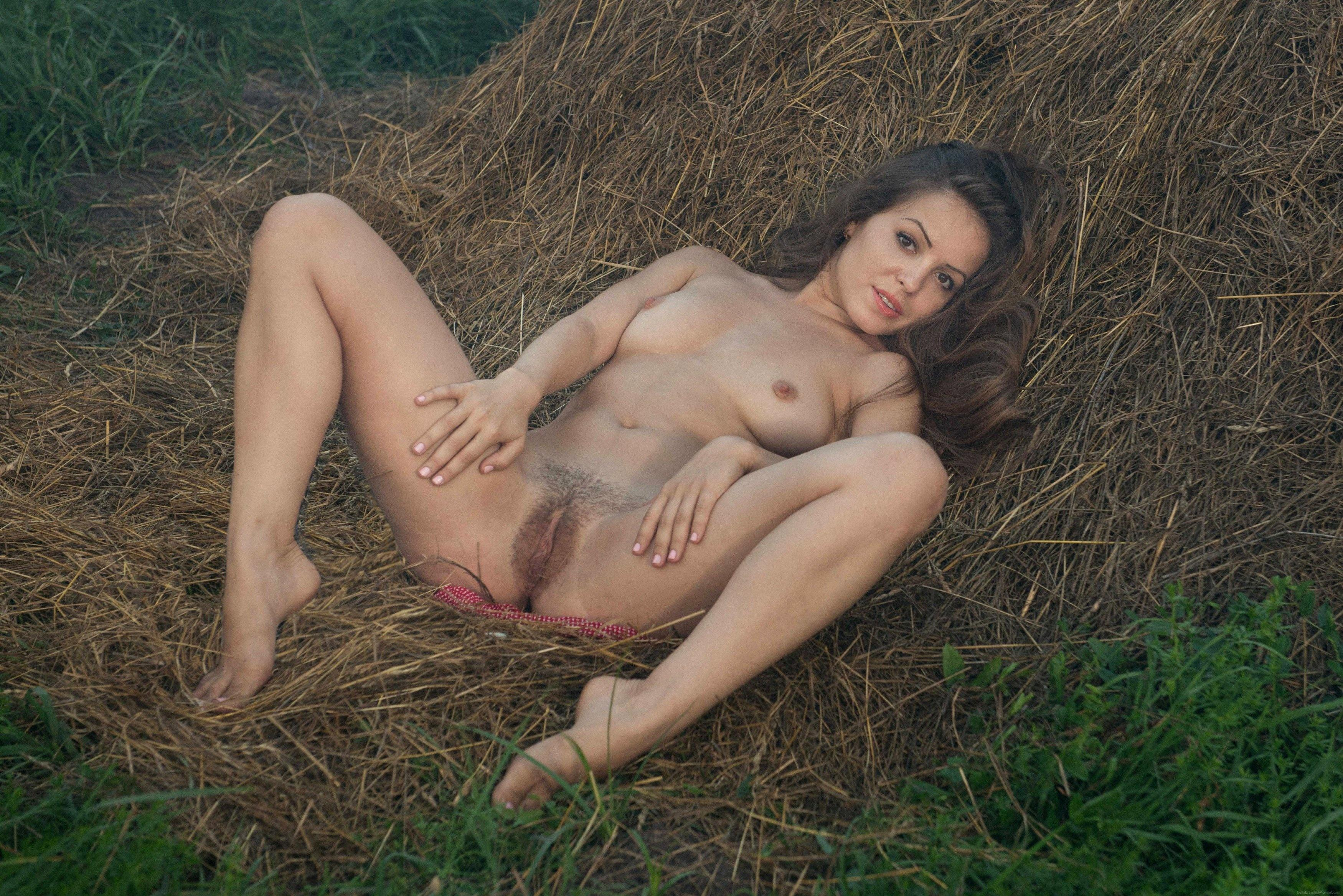 Порно волосатой на сене, порно-трахнул тещу в анал