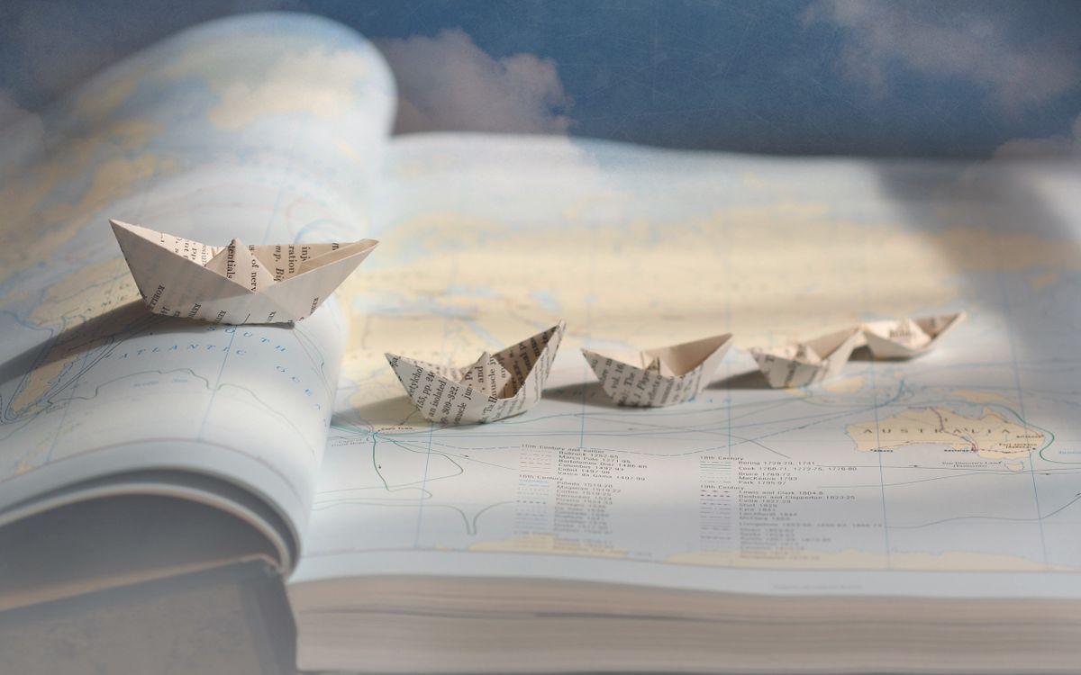 Фото бесплатно кораблики, книга, карта - на рабочий стол
