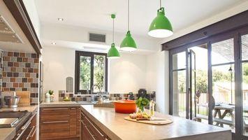 Фото бесплатно кухня, стол, лампы