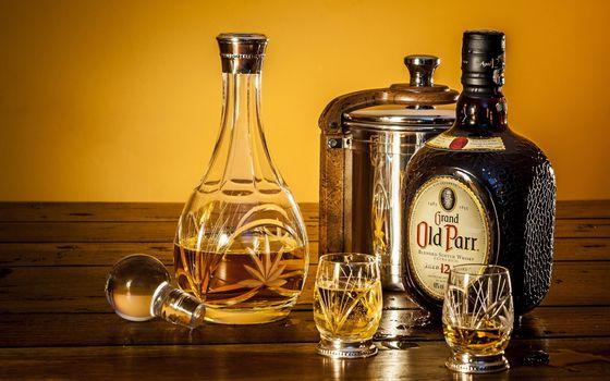 Photo free whiskey, wineglasses, bottle