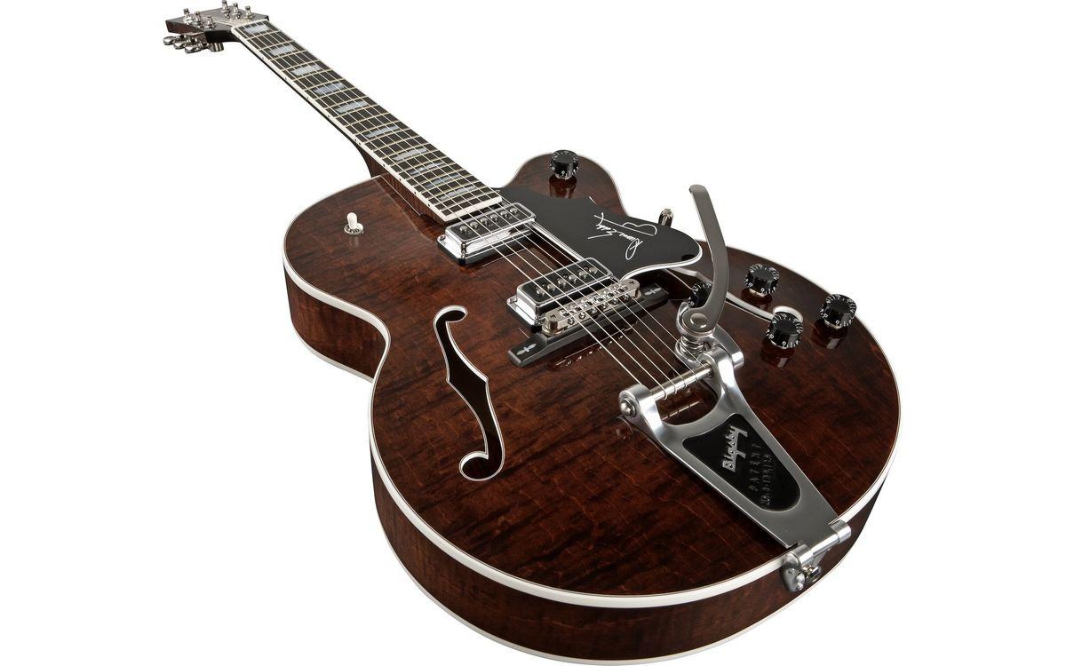 Обои гитара, струны, коричневая картинки на телефон
