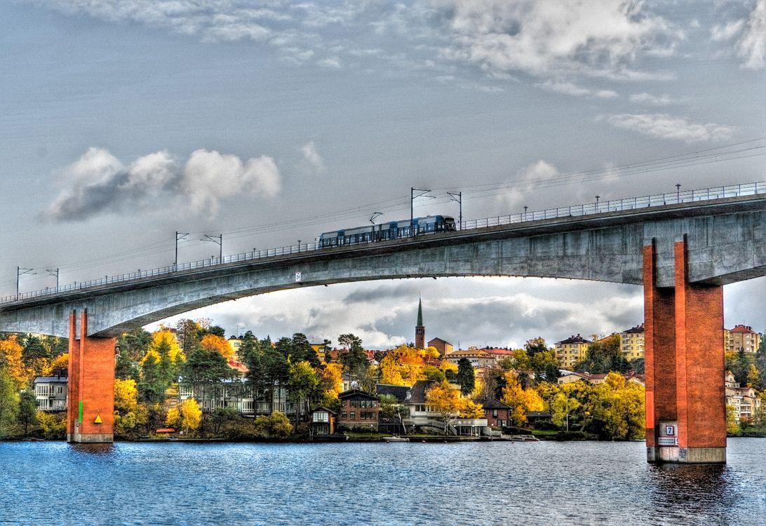 Фото бесплатно мост, река, улица, колонны, дорога, трасса, дома, деревья, осень, город, город