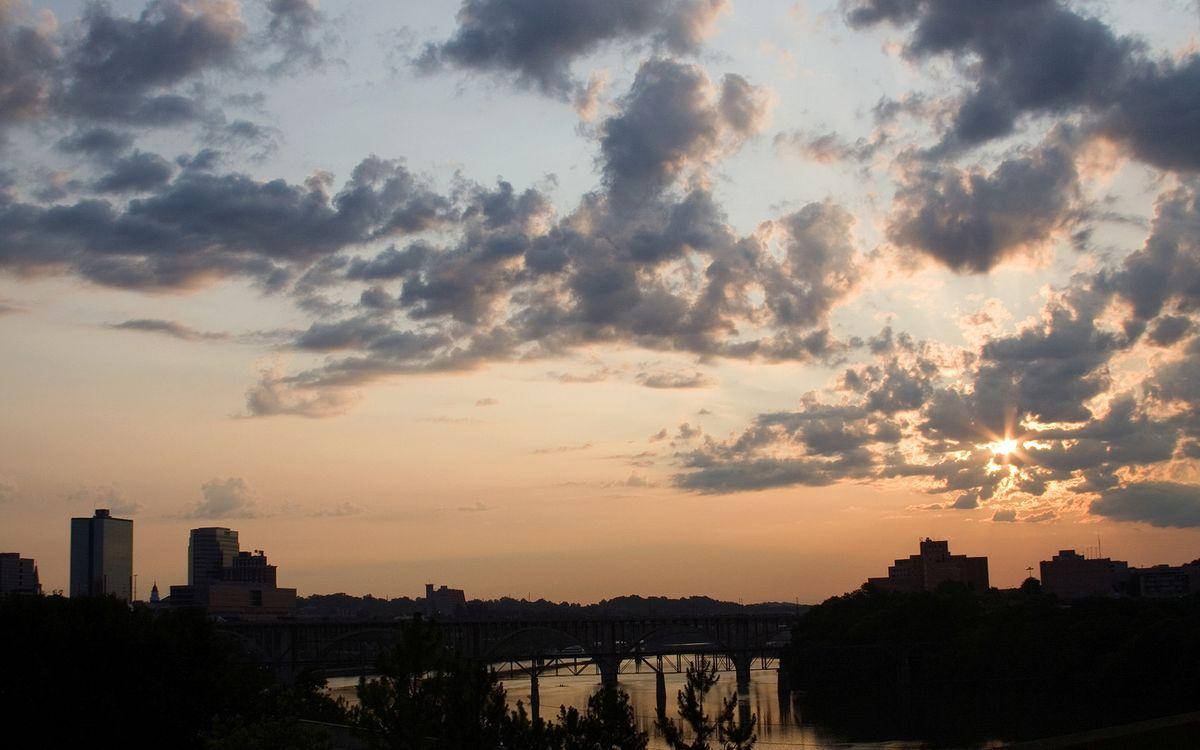 Фото бесплатно небо, облака, рассвет, улицы, высотки, дома, мост, река, вода, природа, пейзажи, пейзажи