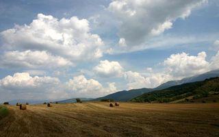 Бесплатные фото поле,сено,солома,тюки,небо,облака,равнина