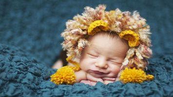 Заставки ребенок, спит, лицо, смешной, шапка, голова, улыбка, руки, маленький, глаза, нос, щеки