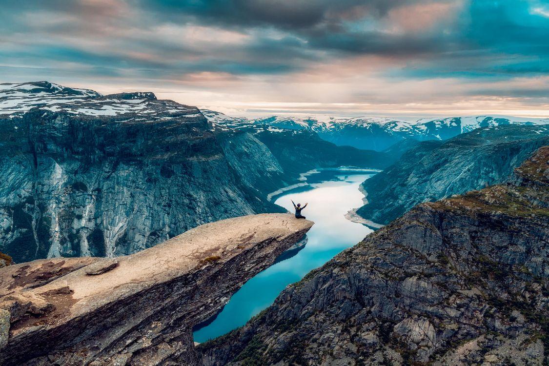 Фото бесплатно Язык Тролля, Скала Троллтунга, Норвегия, горы, скалы, река, закат, пейзаж, пейзажи