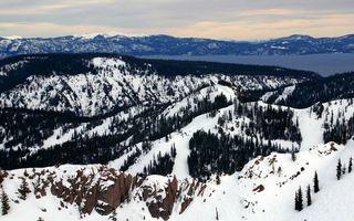 Бесплатные фото зима,горы,камни,деревья,снег,озеро,небо