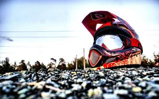 Бесплатные фото шлем,мото шлем,земля,гравий,lens,спорт