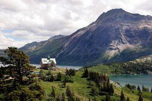 Бесплатные фото горы, небо, тучи, деревья, трава, озеро, вода