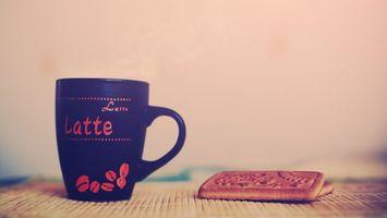 Бесплатные фото кружка,печенье,десерт,чашка,ручка,кофе,стол