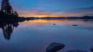 Бесплатные фото озеро,камни,отражение,деревья,закат,солнце,небо