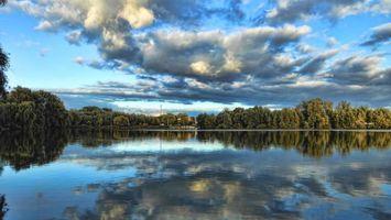 Бесплатные фото озеро,лес,берег,небо,облака,деревья,отражение
