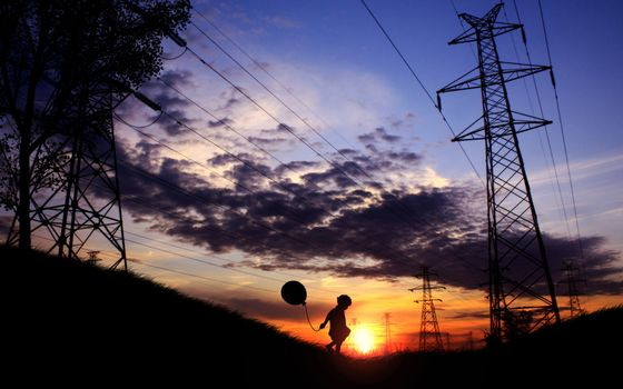 Бесплатные фото провода,закат,ребенок,небо,облака,тучи,шарик,ситуации