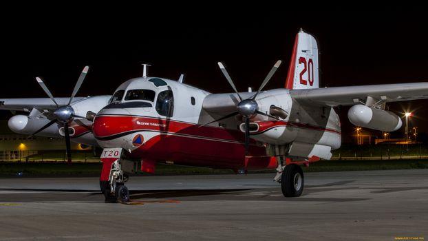 Бесплатные фото самолет,красный белый,крылья,винты,колеса,авиация