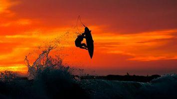 Бесплатные фото серфинг,волна,прыжок,брызги,доска,мужчина,закат