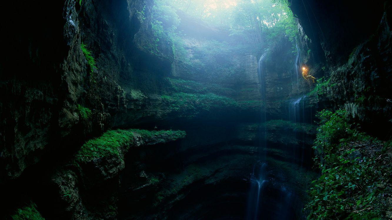 Фото бесплатно водопад, камни, вода, брызги, ущелье, мох, зелень, природа, природа