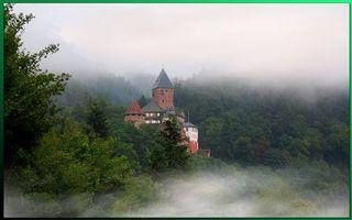 Бесплатные фото замок,старинный,туман,горы,небо,голубое,город