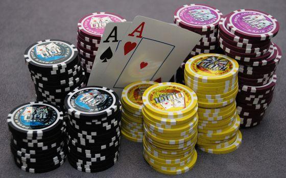 Бесплатные фото казино,фишка,карты,два туза,snake,игры
