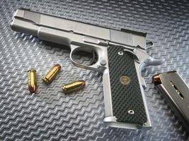 Бесплатные фото оружие,пистолет,патроны,серебристый,магазин,обойма