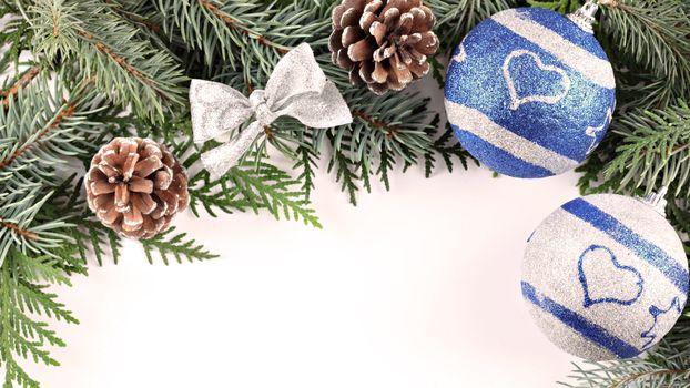 Бесплатные фото иголки,шишка,бантик,ветка,шарик,новый год