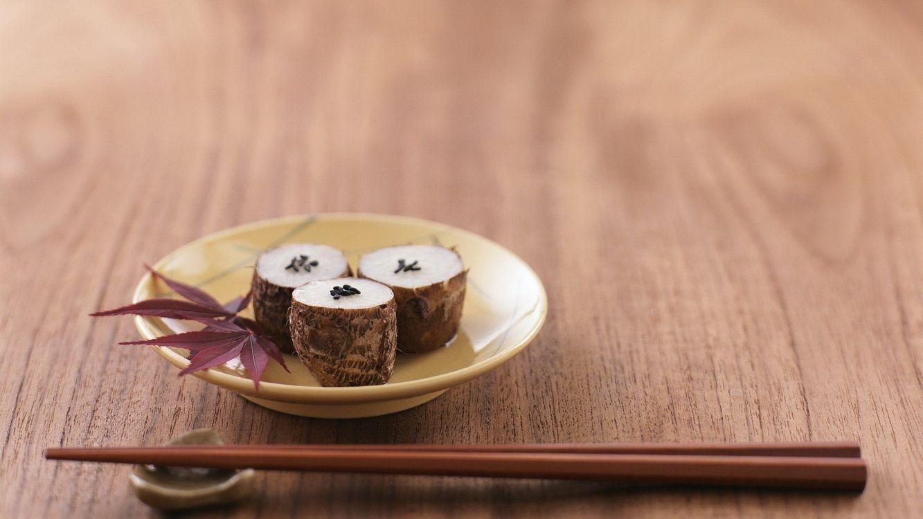 Фото бесплатно палочки, китайские, тарелка, стол, трава, имбирь, китай, подставка, еда, еда - скачать на рабочий стол
